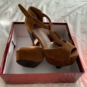 Shoes - New super cute heels